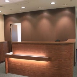 Reception desk in trendy design. Central air-conditioning. (Futura Plaza)