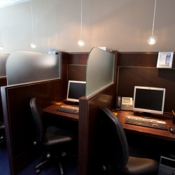 Multiple workstations in stylish design. Sophisticated but efficient layout. (One Peking)