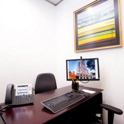 A room of single workstation. Superb office furniture provided. Central air-conditioning. (One Peking)