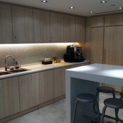 Pantry of business center. Break-out area. Trendy design with nice office furniture. Equipped with a microwave oven and coffeemaker. (Worldwide House)