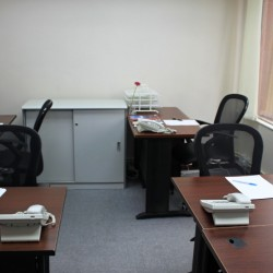 Room of business center. Multiple workstations. Office furniture provided. Abundant sunlight. (80 Gloucester Road)