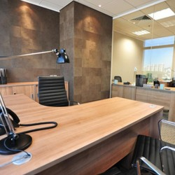 Room of business center. Single workstation. Trendy. Broadband network. Nice city view. Office furniture provided. (Millennium City 5 – BEA Tower)