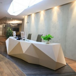Reception of business center. Stylish design with furniture of good quality. Central Air-Conditioning. (Times Square Tower One)