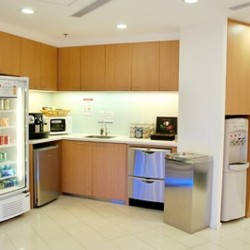 Pantry of business center. Equipped with a fridge, water dispenser and microwave oven. Office furniture provided. (The Lee Gardens)