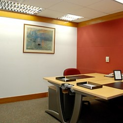 Room of business center. Double workstations. Office furniture provided. Modern and elegant design. (Shui On Centre)