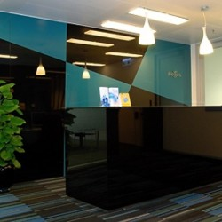 Stylish reception of business center. Central air-conditioning. Office furniture provided. (One International Finance Centre)