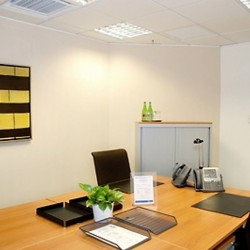 Room of business center. Multiple workstations. Office furniture provided. (Millennium City 1 – Tower 1)