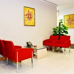 Glamorous lounge area of business center. Superior sofa and office furniture provided. (100 Queen's Road Central)