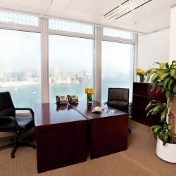 Room of business center. Double workstations. Extraordinary harbour view. Superior office furniture provided. Abundant natural light. (Two International Finance Centre)