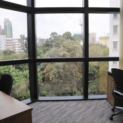 A room of double workstations. Open city view with abundant natural light. (Miramar Tower)