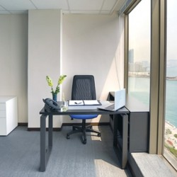 A room of double workstations. Splendid sea view. Office furniture provided. (Wing On Plaza)