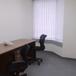 A room of double workstations. Office furniture including cabinet provided. Abundant natural light. (Kowloon Building)