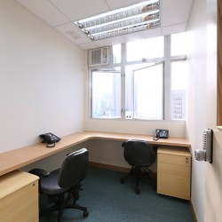32B03_A room of multiple workstations. Abundant natural light. Office furniture including cabinet provided. (280 Portland Street)