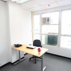A room of single workstation. Office furniture provided. Sufficient sunlight. (King Centre)