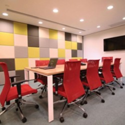 41A10_Meeting room which can fit 10 people with whiteboard and LCD TV.