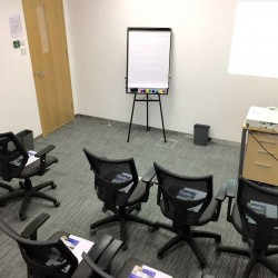 39A12_Meeting room up to 20 people with projector.